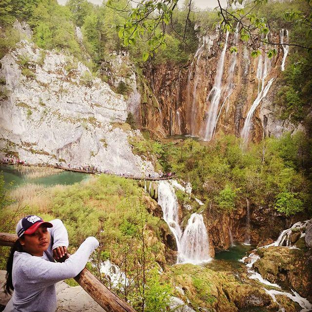 Quality time with this lady!!! #plitvice #lika #croatiafulloflife #europe #eurotrip2019 #wife #waterfall